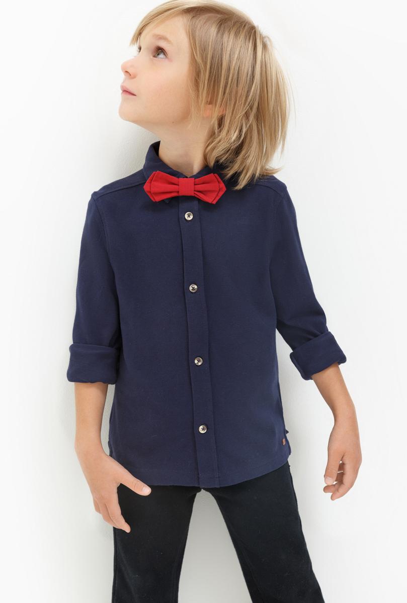 Рубашка для мальчика Acoola Finnan, цвет: темно-синий. 20120280036. Размер 12820120280036Рубашка для мальчика Acoola выполнена из натурального хлопка. Модель с отложным воротником и длинными рукавами застегивается на пуговицы.
