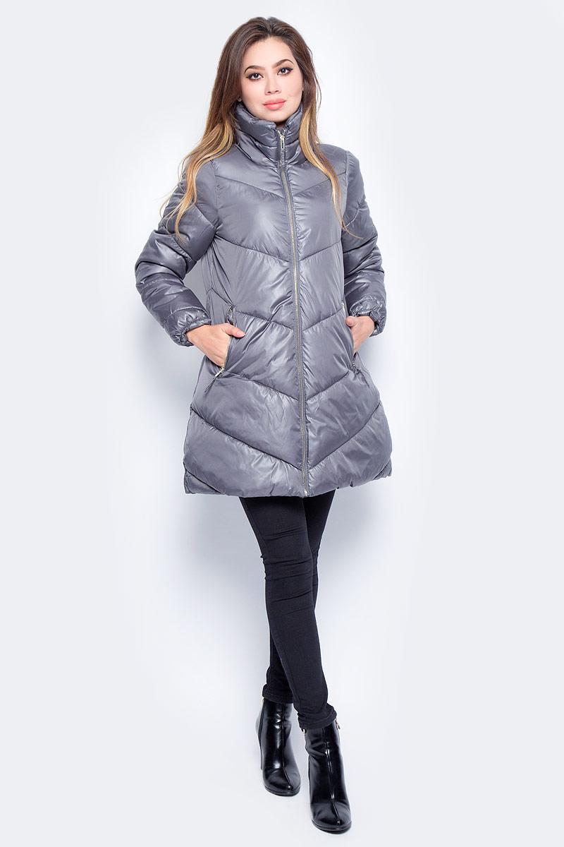 Куртка женская Baon, цвет: серый. B037564_Cold Castle Stone. Размер M (46)B037564_Cold Castle StoneЖенская стеганая куртка Baon изготовлена из водоотталкивающей и ветрозащитной ткани. В качестве утеплителя используются полиэстер. Удлиненная модель с воротником-стойкой застегивается на застежку-молнию. Спереди расположены два прорезных кармана на молниях.
