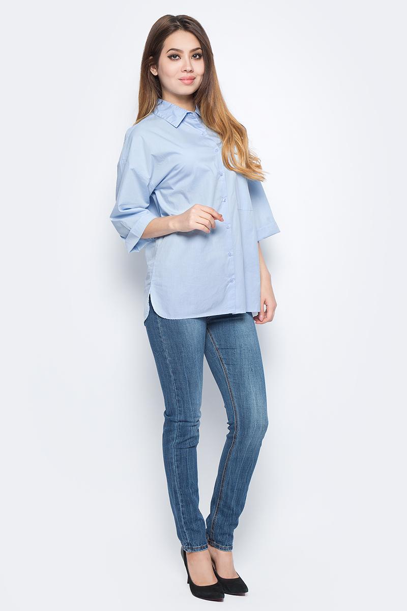 Блузка женская Baon, цвет: голубой. B177552_Cloudy Blue. Размер XS (42)B177552_Cloudy BlueМодная блузка Baon займет достойное место в вашем гардеробе. Модель выполнена из эластичного хлопка. Материал приятный на ощупь, хорошо пропускает воздух, не стесняет движений. Блузка с отложным воротником и рукавами длиной 3/4 застегивается спереди по всей длине на пуговицы. На груди расположен накладной карман. Низ изделия закруглен, по бокам имеются разрезы. Такая блузка поможет создать оригинальный образ, а также подарит вам комфорт в течение всего дня!