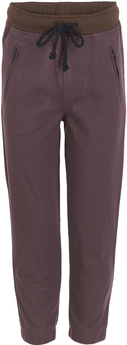 Брюки для мальчика Button Blue, цвет: бордовый. 217BBBC56021600. Размер 140, 10 лет217BBBC56021600Трендовая вещь коллекции - брюки для мальчика, построенные на комбинации двух видов тканей. Сочетание задней части из трикотажа и передней из текстиля в совокупности с поясом и манжетами на резинке делает брюки очень комфортными, необычными и интересными. И для дома, и для прогулок, и для активного времяпрепровождения, эти детские брюки - образец удобства и свободы движений. Дети быстро растут и часто меняют свои предпочтения, поэтому всем практичным родителям следует приобретать детские брюки недорого, чтобы обеспечить ребенку должное разнообразие. Если вы хотите купить модные, качественные и недорогие детские брюки на каждый день, модель от Button Blue - прекрасный вариант.
