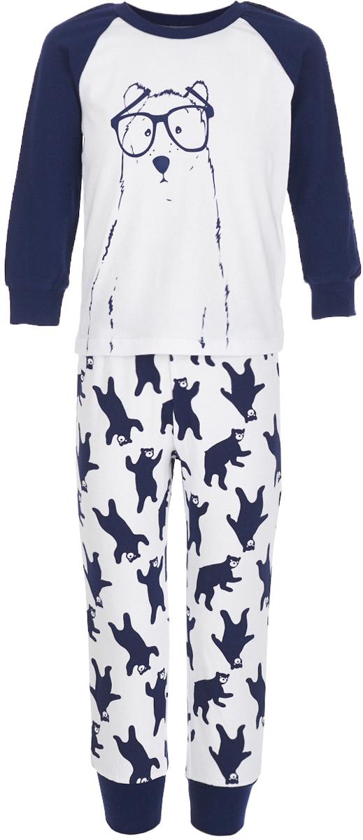 Пижама для мальчика Button Blue, цвет: белый. 217BBBU97011007. Размер 104, 4 года217BBBU97011007Уютная пижама, состоящая из футболки с длинным рукавом и брюк, - прекрасный комплект для комфортного сна. Если вы хотите сформировать бельевой гардероб ребенка из качественных, удобных, приятных к телу вещей, вам стоит купить пижаму от Button Blue. Все трикотажные пижамы для мальчиков украшает интересный принт.