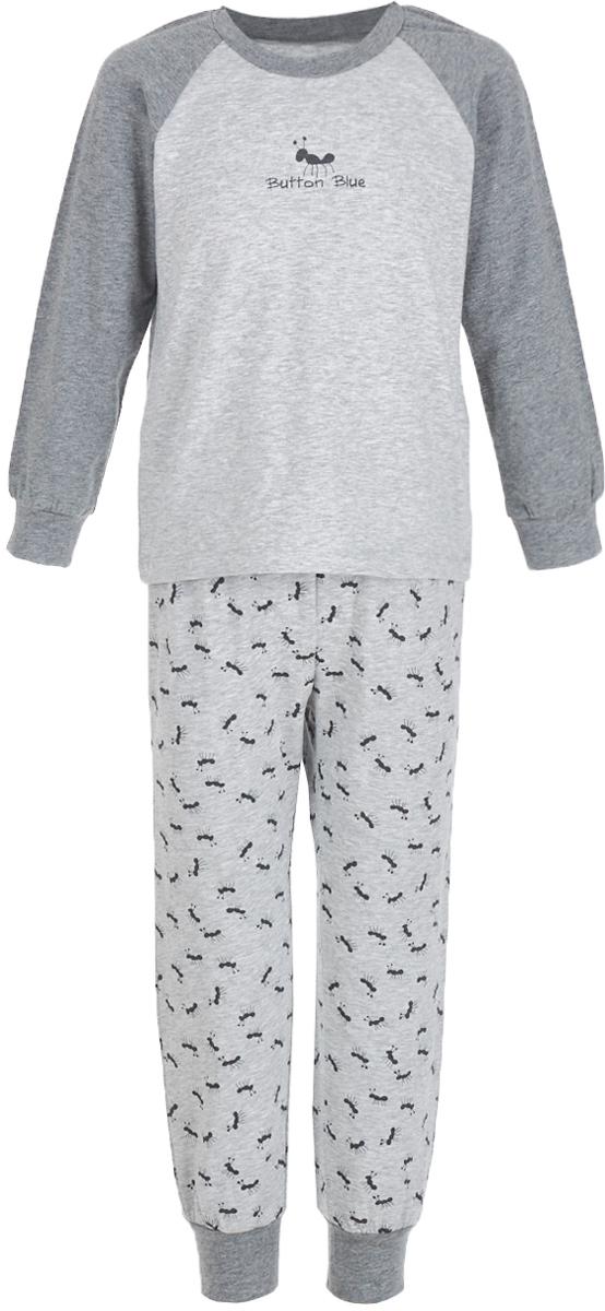 Пижама для мальчика Button Blue, цвет: серый. 217BBBU97011907. Размер 128, 8 лет217BBBU97011907Уютная пижама, состоящая из футболки с длинным рукавом и брюк, - прекрасный комплект для комфортного сна. Если вы хотите сформировать бельевой гардероб ребенка из качественных, удобных, приятных к телу вещей, вам стоит купить пижаму от Button Blue. Все трикотажные пижамы для мальчиков украшает интересный принт.