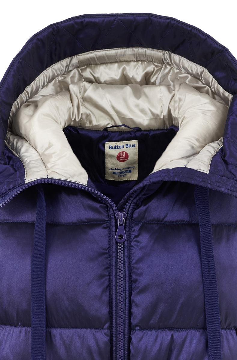 Пальто для девочки Button Blue, цвет: темно-синий. 217BBGC45031000. Размер 152, 12 лет217BBGC45031000В преддверии сырости и холодов главная задача родителей - купить детское пальто или хорошую куртку! Всех, кто хочет купить пальто недорого, часто ожидает разочарование... Но если вы формируете функциональный детский гардероб от Button Blue, вам это не грозит! Прекрасное зимнее полупальто для девочки от Button Blue - залог хорошего настроения в холодный день! Плащевая ткань с рисунком, комфортная форма, оптимальная длина делают пальто стильным, привлекательным и удобным в повседневной носке.