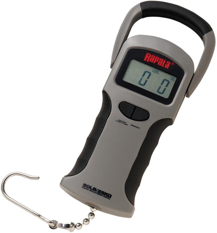 Весы Rapala, электронные, с памятью, до 25 кгRGSDS-50Компактные и точные цифровые весы-безмен Rapala выполнены по запросам и требованиям рыбаков. Максимальный предел взвешивания 25 кг (50 lb). Измерение в килограммах (kg) и фунтах (lbs). Имеется функция-тара. В памяти весов сохраняются 10 последних измерений (рыб). Функция итогового веса всех результатов из памяти. Особенности конструкции: Эргономичный дизайн. Водонепроницаемые. Просты и удобны в обращении. Снабжены большим цифровым экраном с подсветкой, поэтому он легко считываемый. Вес рыбы очень хорошо виден на фотоснимках и в темное время суток. Напряжение питания 9 V (более 500 часов работы) (батарея в комплектацию не включена). Индикатор заряда батарейки. Автоотключение для экономии источника питания через 4 минуты. Удобная ручка-слайдер (складывается для компактного хранения).