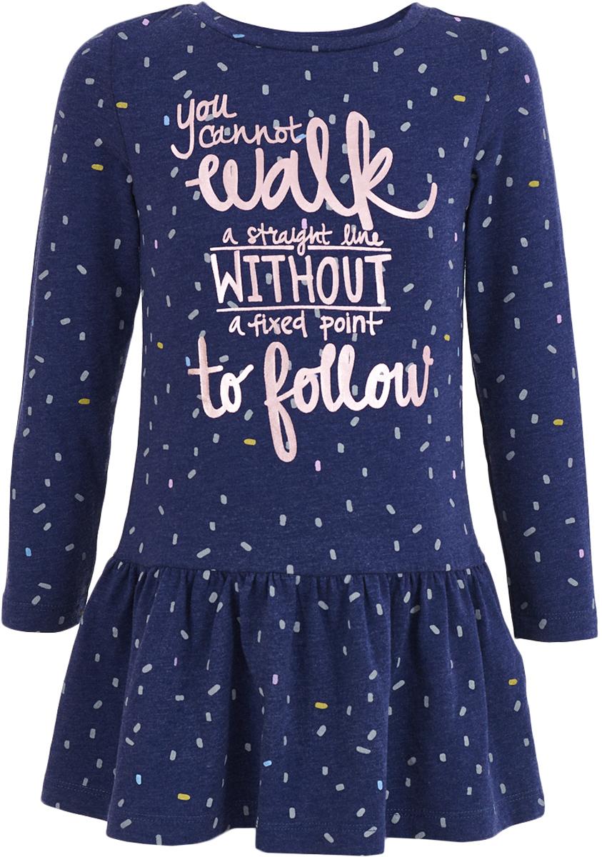 Платье для девочки Button Blue, цвет: темно-синий. 217BBGC50011013. Размер 110, 5 лет217BBGC50011013Трикотажное платье - гарантия комфорта и уюта. Спокойная мягкая форма с отрезной трапециевидной юбкой, оптимальная длина модели, интересное трикотажное полотно в мелкий рисунок делают это платье для девочки отличным решением для свободного времени. Именно так и должны выглядеть недорогие повседневные платья: неброское, но с изюминкой в виде крупного шрифтового принта, платье будет очень востребовано для детского сада, прогулок и домашнего времяпрепровождения. Дети быстро растут и часто меняют свои предпочтения, поэтому всем практичным родителям надо приобретать детские платья недорого, чтобы обеспечить ребенку должное разнообразие. Купить трикотажное платье из футера от Button Blue, значит, сделать каждый день ребенка комфортным.