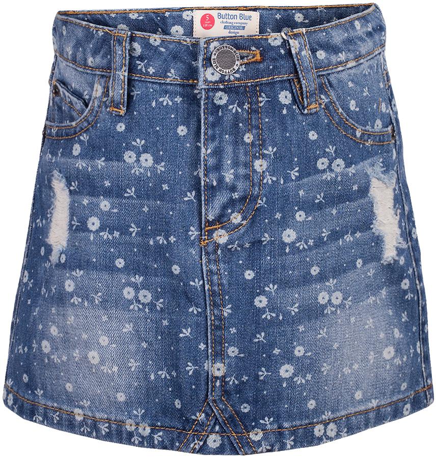 Юбка для девочки Button Blue, цвет: голубой. 217BBGC6102D214. Размер 116, 6 лет217BBGC6102D214Джинсовая юбка - вещь вне моды и вне конкуренции! В комплекте с любой блузкой, водолазкой, джемпером, джинсовая юбка позволит чувствовать себя уверенно и легко. Если вы хотите купить модную детскую юбку недорого, джинсовая юбка от Button Blue - оптимальный вариант для красивого, практичного и комфортного решения повседневного детского гардероба.