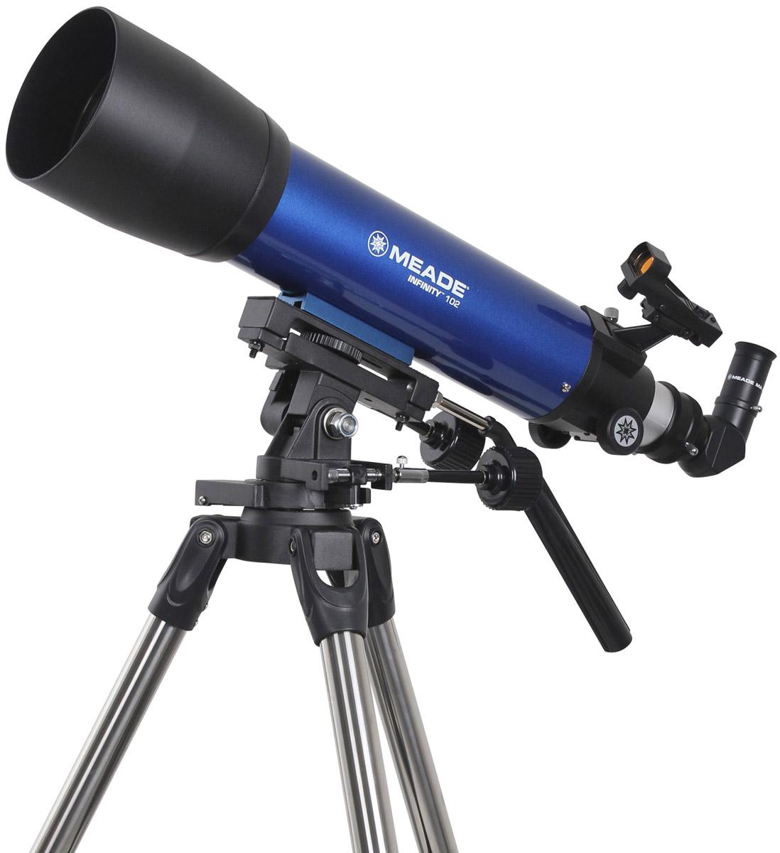 Meade Infinity 102 мм азимутальный телескоп-рефракторTP209006Классический 102-мм ахроматический рефрактор Meade Infinity с просветленным объективом дает яркие,контрастные изображения тысяч объектов ночного неба, а так же удобен для наблюдений за наземнымиобъектами. Инструмент может быть интересен как для новичков, благодаря простоте сборки и управления, алюбители астрономии со стажем оценят надежную устойчивую монтировку, отличную оптику и возможностьвести фотосъемку ярких астрономических объектов.Телескоп установлен на усиленную альт-азимутальную монтировку на прочной стальной треноге свозможностью регулировки высоты ног, делая его удобным при наблюдениях независимо от роста человека.Микрометрические винты обеспечивают плавное ведения телескопа по обеим осям. Для быстрого поискаобъектов на трубе телескопа установлен искатель c красной точкой - Red Dot.Все оптические элементы оптической трубы Meade Infinity 102 мм имеют многослойное просветляющее покрытие,обеспечивающее высокий контраст изображения. Труба снабжена двумя типами стандартных креплений:штативное крепление (для установки на монтировку из комплекта поставки) и ласточкин хвост (для установкина другие монтировки). При этом имеется возможность использовать штатную монтировку с треногой вкачестве обычного фотоштатива.В комплект входят три окуляра: 6,3 (95х ) мм, 9 (67х) мм и 26 (23х) мм, и 2 кратная линза Барлоу, которая удлиняетфокусное расстояние ровно в два раза. Тем самым у пользователя получается уже не три, а шесть увеличений:95 и 190 крат, 67 и 134 крат и 23 и 46 крат. Диагональная 90 градусная призма, обеспечивает максимальныйкомфорт при наблюдении наземных объектов.Окулярный узел телескопа позволяет также устанавливать принадлежности с посадочным диаметром 2 дюйма,что несомненно оценят любители астрономии со стажем.Максимальное увеличение телескопа 200х, относительное отверстие 1:5,9, проницающая способность - 12,3 м(звездной величины). Благодаря этим характеристикам телескопа вы сможете увидеть моря