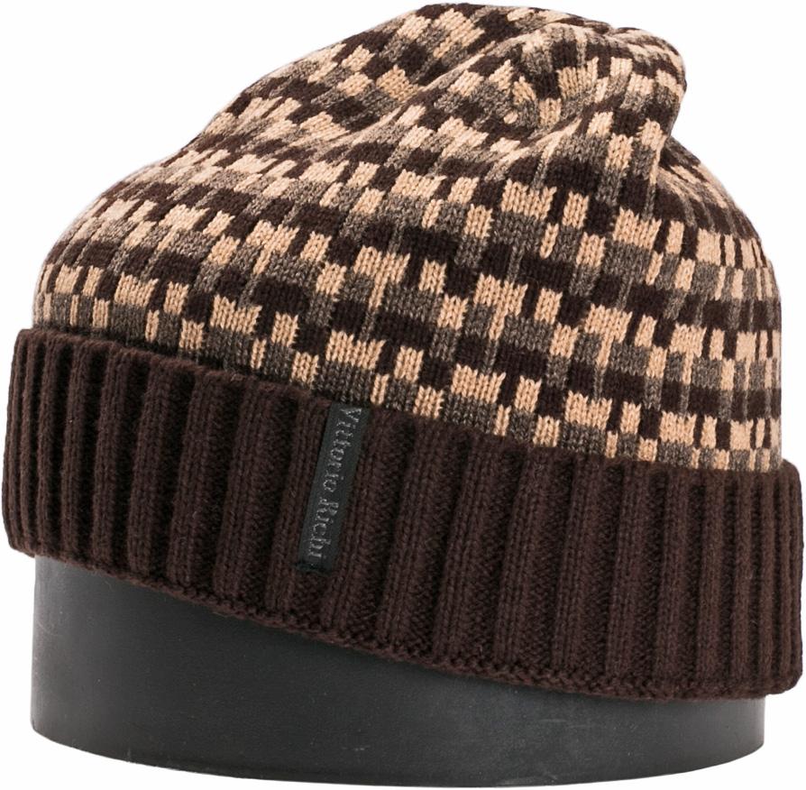 Шапка мужская Vittorio Richi, цвет: коричневый, кофейный. NSH140724. Размер 56/58NSH140724Стильная мужская шапка Vittorio Richi отлично дополнит ваш образ в холодную погоду. Модель, изготовленная из шерсти с добавлением акрила, максимально сохраняет тепло и обеспечивает удобную посадку. Шапка дополнена геометрическим принтом и сбоку фирменной нашивкой. Модная шапка подчеркнет ваш неповторимый стиль и индивидуальность.