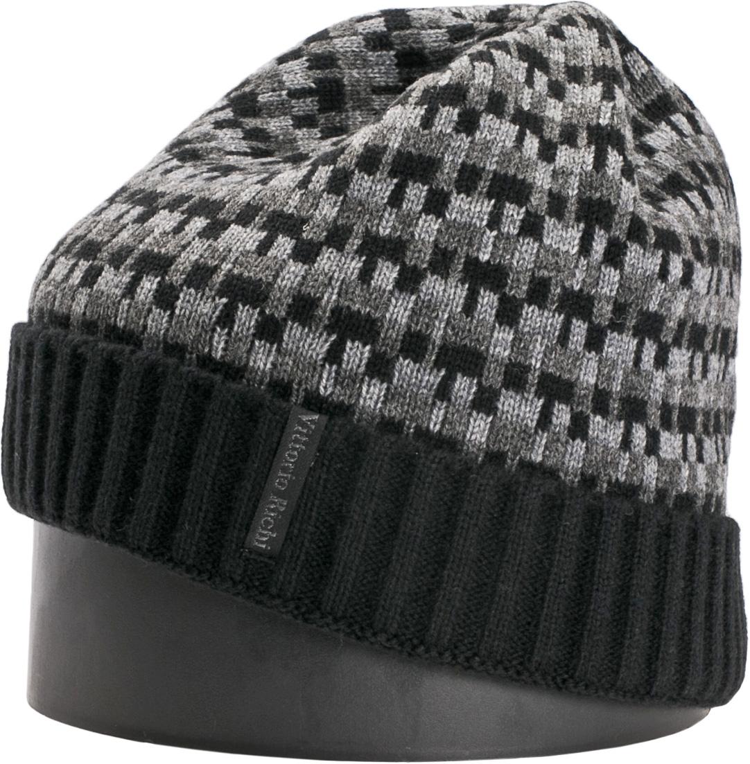 Шапка мужская Vittorio Richi, цвет: черный, темно-серый. NSH140725. Размер 56/58NSH140725Стильная мужская шапка Vittorio Richi отлично дополнит ваш образ в холодную погоду. Модель, изготовленная из шерсти с добавлением акрила, максимально сохраняет тепло и обеспечивает удобную посадку. Шапка дополнена геометрическим принтом и сбоку фирменной нашивкой. Модная шапка подчеркнет ваш неповторимый стиль и индивидуальность.