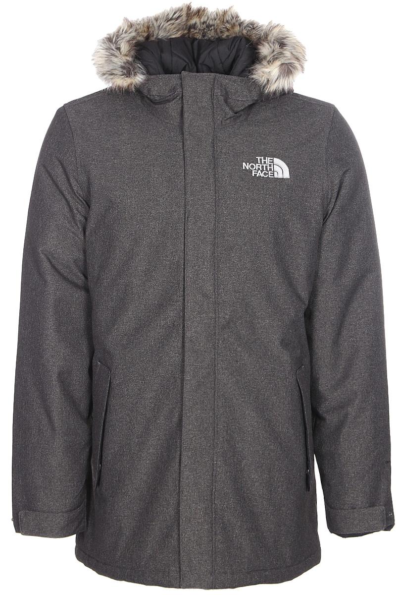Куртка мужская The North Face M Zaneck Jacket, цвет: серый. T92TUIJBU. Размер XL (50/52)T92TUIJBUУдобная куртка позволит сохранить стильный вид даже в суровую погоду. Утеплитель Heatseeker удерживает тепло тела, обеспечивая комфорт в городе, а технология DryVent быстро отводит пот, когда становится жарко. Результат: сухость и комфорт в течение нескольких часов. Удлиненный крой и съемный капюшон с окантовкой из искусственного меха делают образ более утонченным и стильным. Модель застегивается на молнию и дополнительно ветрозащитным клапаном на кнопки.