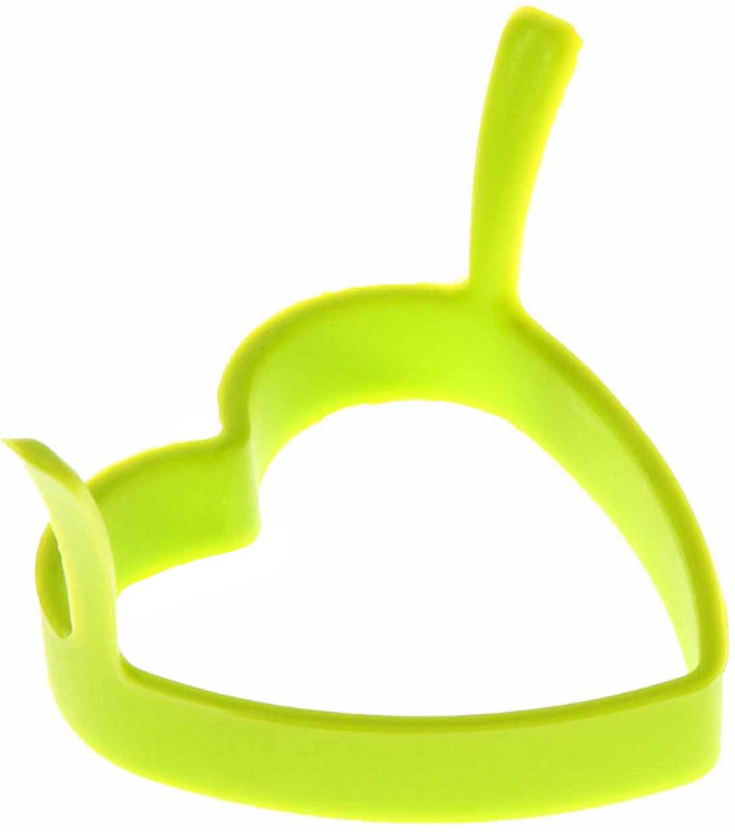 Форма для яичницы и блинов Доляна Сердечко, цвет: салатовый, 8 х 8 см811912Вкусные блины, оладьи, омлеты и яичницы нравятся всем. Сделать хорошо знакомые блюда поводом для кулинарной гордости поможет специальная форма из силикона Доляна Сердечко. Налейте на сковороду масло и поставьте на средний огонь, расположите форму в центре и наполните ее тестом или разбейте внутрь яйцо, обжаривайте до готовности. Силикон обладает важными достоинствами: выдерживает температуру от 40 до +230 °C; не обжигает руки при готовке; легко отмывается, в том числе в посудомоечной машине; благодаря высокой гибкости и прочности служит долгое время.Размер: 8 х 8 см.