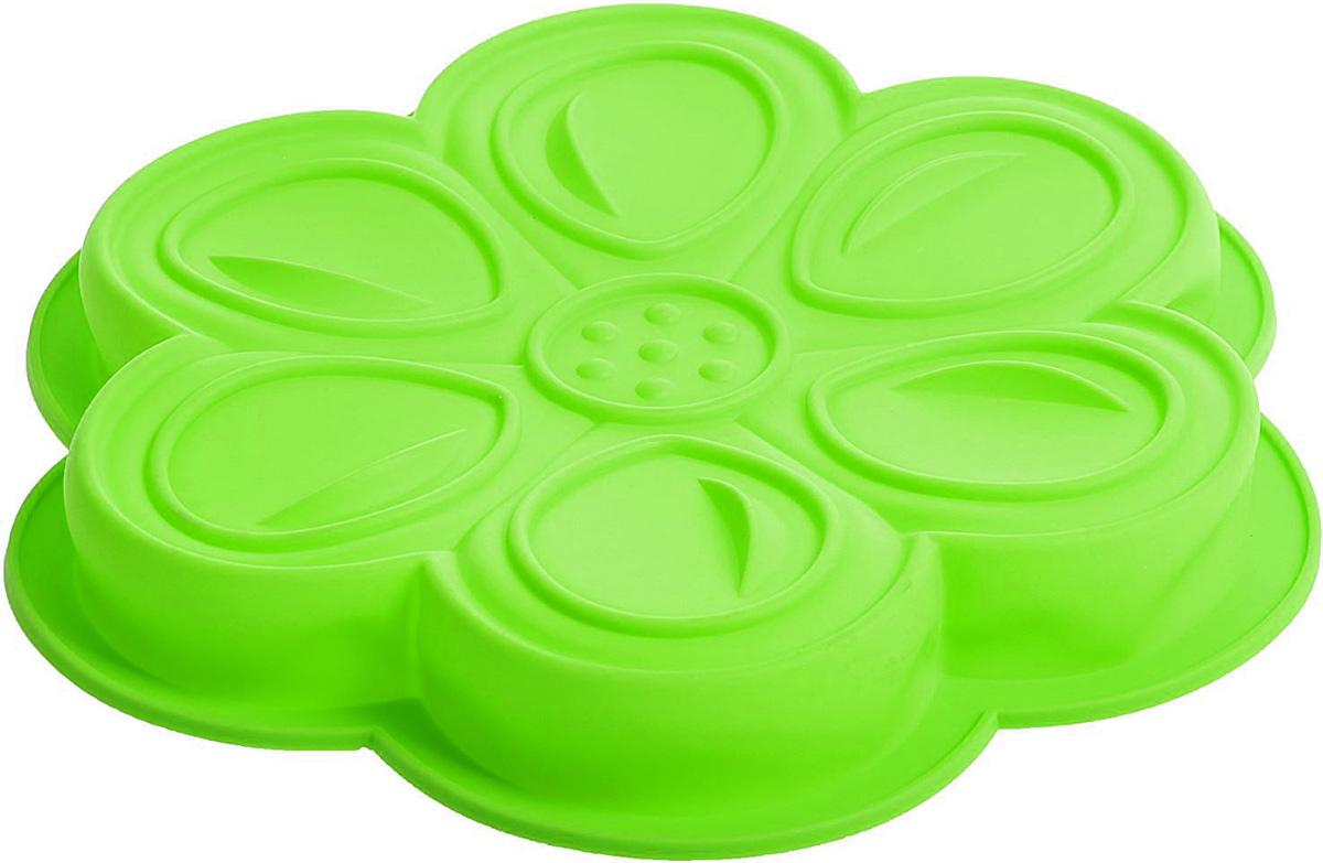 Форма для выпечки Доляна Цветочный мотив, цвет: зеленый, 27 х 3 см861075Форма Доляна Цветочный мотив, выполненная из силикона, будет отличным выбором для всех любителей домашней выпечки.Силиконовые формы для выпечки имеют множество преимуществ по сравнению с традиционными металлическими формами и противнями. Нет необходимости смазывать форму маслом. Форма быстро нагревается, равномерно пропекает, не допускает подгорания выпечки с краев или снизу.Вынимать продукты из формы очень легко. Слегка выверните края формы или оттяните в сторону, и ваша выпечка легко выскользнет из формы.Материал устойчив к фруктовым кислотам, не ржавеет, на нем не образуются пятна.Форма может быть использована в духовках и микроволновых печах (выдерживает температуру от -40°С до +250°С), также ее можно помещать в морозильную камеру и холодильник. Можно мыть в посудомоечной машине. Диаметр: 27 см, высота: 3 см.