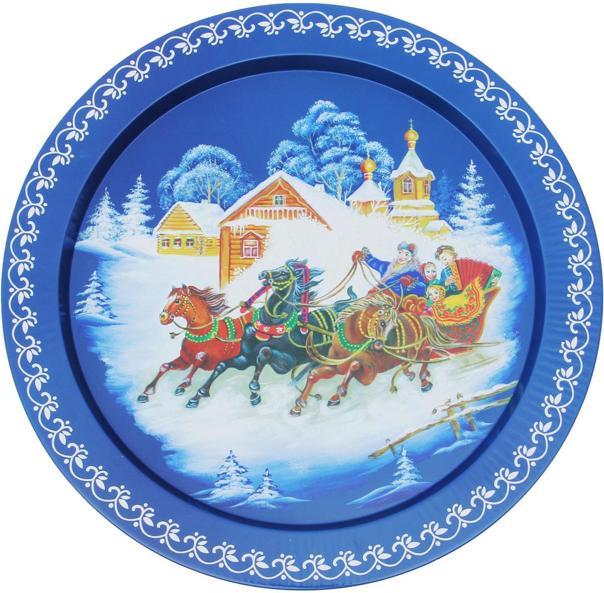 Поднос Зима, цвет: белый, темно-синий, диаметр 37,9 см1617214_белый, темно-синийОт качества посуды зависит не только вкус еды, но и здоровье человека. Поднос Зима - товар, соответствующий российским стандартам качества. Любой хозяйке будет приятно держать его в руках. С такой посудой и кухонной утварью приготовление еды и сервировка стола превратятся в настоящий праздник.
