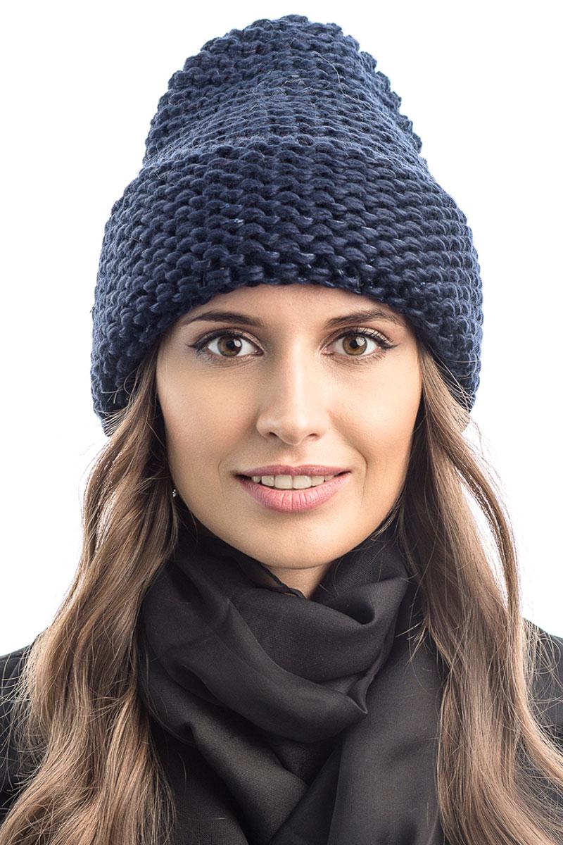 Шапка вязаная женская Stilla, цвет: синий. SH-1769/07. Размер 52/58SH-1769/07Элегантная вязаная женская шапка Stilla, изготовленная из пряжи с содержанием шерсти и акрила исключительно мягкая, комфортная и теплая. Актуальная крупная вязка, делает эту модель эффектной и не забываемой. Практичная форма шапки делает ее очень комфортной. Шапка без подкладки, а благодаря плотной толстой вязке и широкому отвороту прекрасно защитит от холода.Шапка Stilla прекрасно дополнит ваш образ с шубой или пальто.