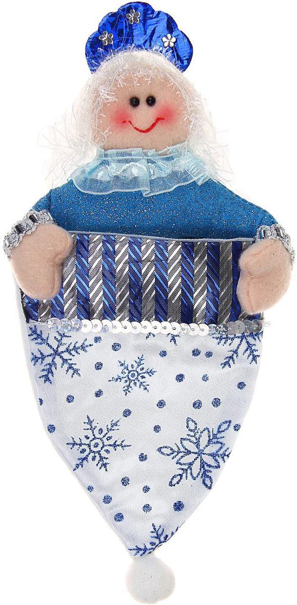 Колпак для подарков Sima-land Снегурочка, цвет: белый, синий, 26 х 14 см1010448Оригинальные мешочки - отличное обрамление для подарков! Мешочек выполнен в виде новогоднего колпака. Также это - красивый сувенир, который украсит любой дом в новогодний праздник. Прекрасная традиция класть подарки в подвесной мешочек добавит волшебства в новогоднюю ночь!