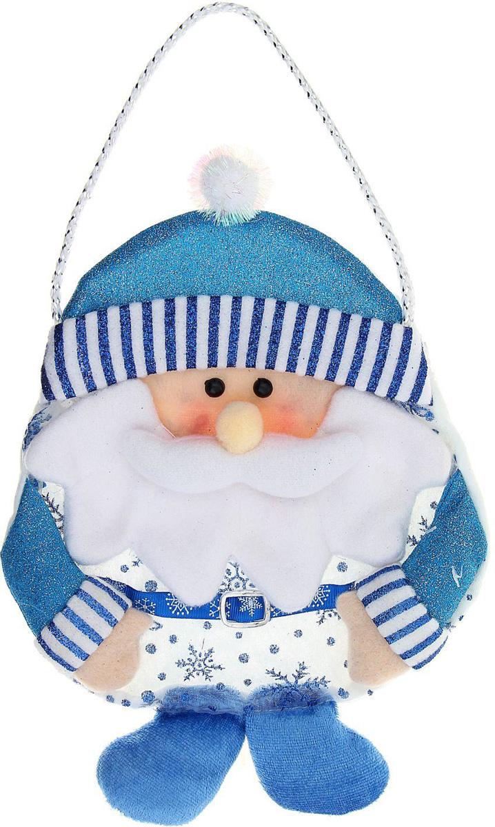 Сумка подарочная Sima-land Дед мороз, цвет: голубой, 26 х 20 см. 10104681010468Необычная подарочная упаковка сама по себе является сюрпризом. Ведь так волнительно раскрывать яркий оригинальный презент. А в дальнейшем сумочка для подарка Sima-land послужит для хранения мелочей в детской комнате.