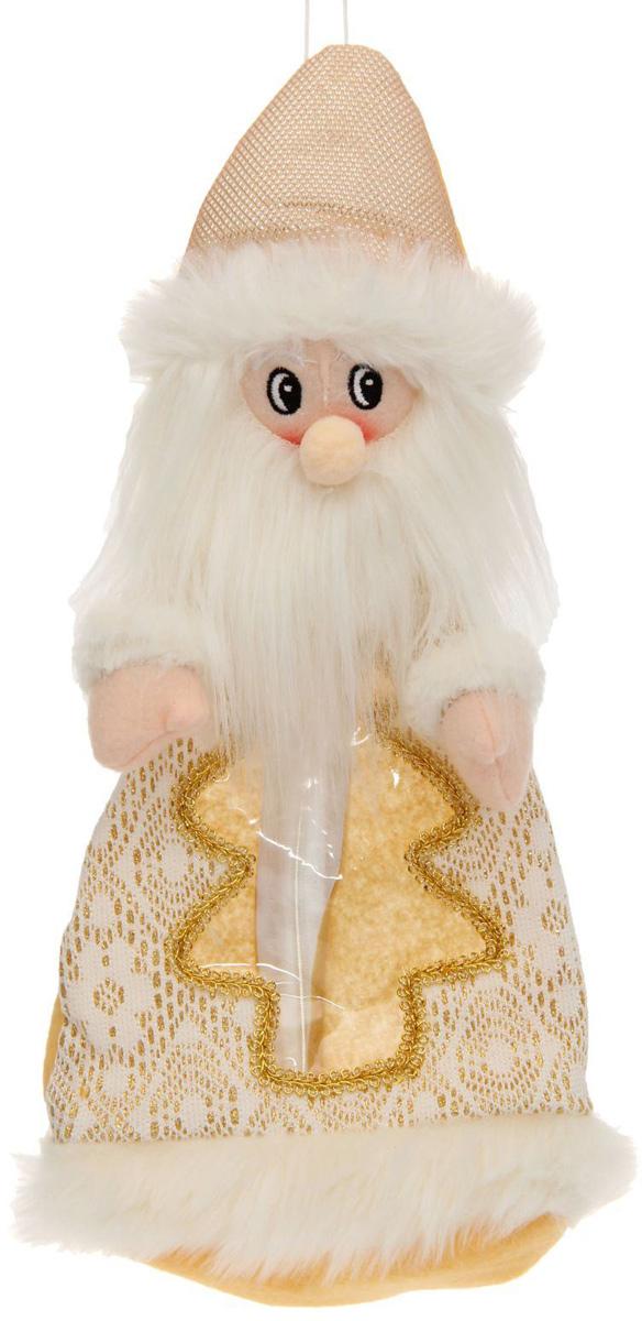 Подарочная упаковка Sima-land Дед мороз, цвет: белый, золотой, вместимость 800 г1050176Нарядная подарочная упаковка Sima-land Дед мороз изготовлена из текстиля и искусственного меха. Упаковка выполнена в виде Деда Мороза и застегивается сзади на спинке на застежку-молнию. Спереди имеется прозрачная вставка обшитая золотой каймой. Подарочную упаковку можно подвесить в любое место, с помощью пришитого к колпаку шнурка. Яркий символичный персонаж создаст новогоднее настроение. Креативная упаковка сделает ваш презент особенным и самым запоминающимся.Вместительность: 800 г.