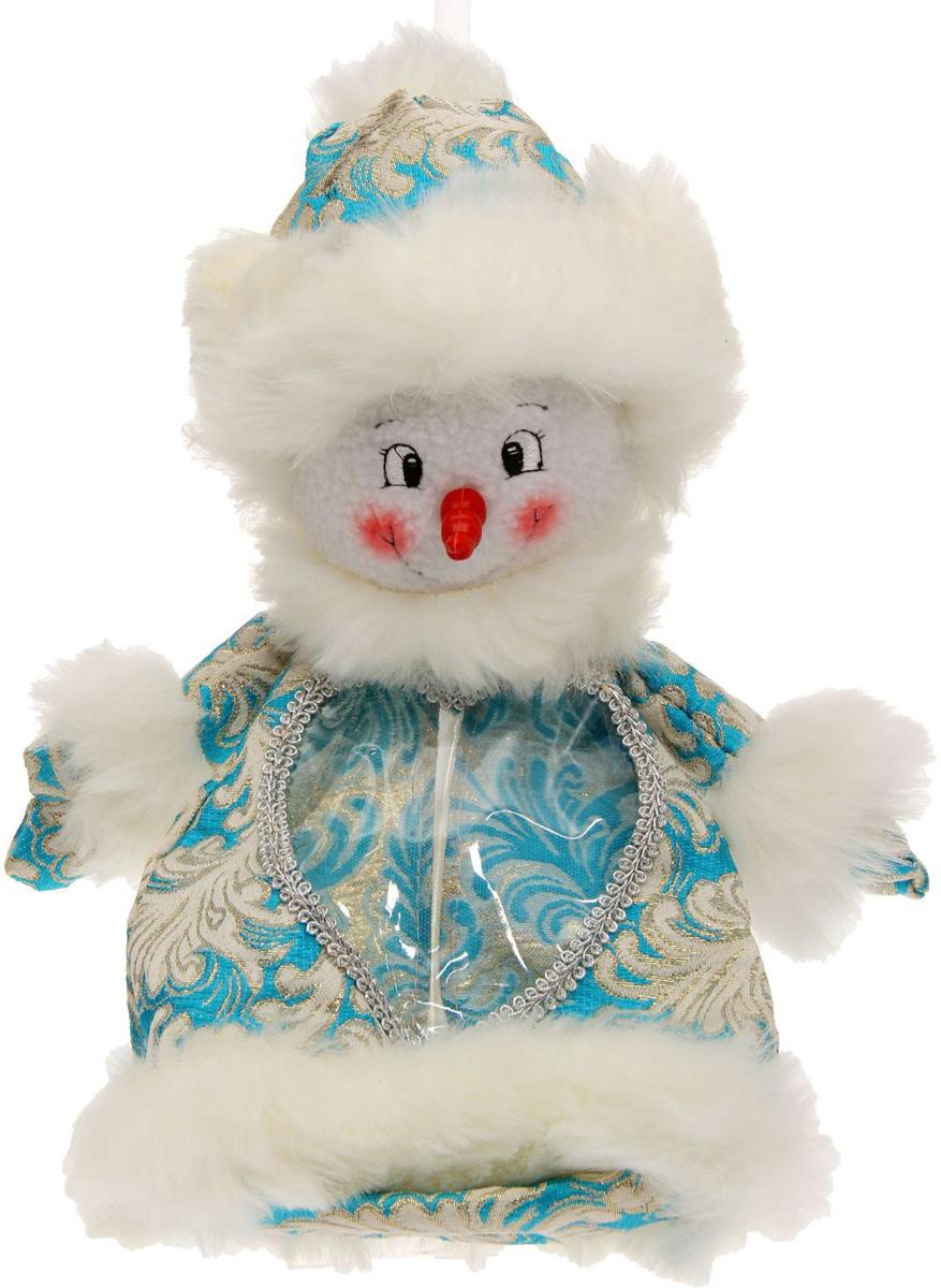 Конфетница Sima-land Снеговик, вместимость 600 г1050178Нарядная конфетница Sima-land изготовлена из текстиля и искусственного меха. Упаковка выполнена в виде символичного персонажа и застегивается сзади на молнию. Спереди имеется прозрачное окошко. Подарочную упаковку можно подвесить в любое место с помощью петли-шнурка. Яркий символичный персонаж создаст новогоднее настроение. Креативная упаковка сделает ваш презент особенным и самым запоминающимся.Вместительность: 600 г.