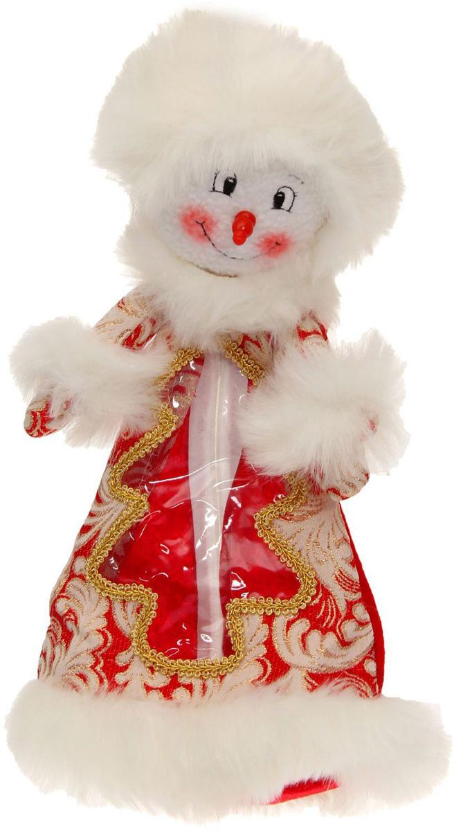 Подарочная упаковка Sima-land Снеговик, цвет: красный, белый, золотой, вместимость 800 г1050184Нарядная подарочная упаковка Sima-land Снеговик изготовлена из текстиля и искусственного меха. Упаковка выполнена в виде Снеговика и застегивается сзади на спинке на застежку-молнию. Спереди имеется прозрачная вставка обшитая серебряной каймой. Подарочную упаковку можно подвесить в любое место, с помощью пришитого к колпаку шнурка. Яркий символичный персонаж создаст новогоднее настроение. Креативная упаковка сделает ваш презент особенным и самым запоминающимся.Вместительность: 800 г.