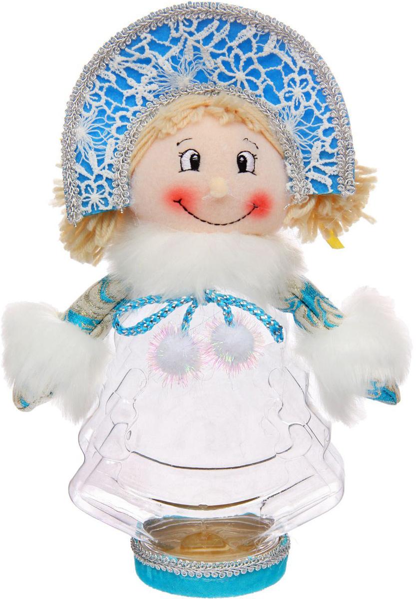 Подарочная упаковка Sima-land Снегурочка, в кокошнике, цвет: голубой, белый, вместимость 320 г1050203Стильная подарочная упаковка Sima-land Снегурочка изготовлена из текстиля и искусственного меха. Упаковка выполнена в виде Снегурочки и дополнена прозрачной пластиковой банкой для сладких подарков. Яркий символичный персонаж создаст новогоднее настроение. Креативная упаковка сделает ваш презент особенным и самым запоминающимся.Вместительность: 320 г.