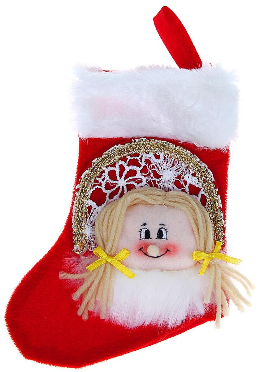 Носок для подарков Sima-land Снегурочка, цвет: красный, 18 см1060473Оригинальный носок для подарков Sima-land - отличное обрамление для подарков! Также это - красивый сувенир, который украсит любой дом в новогодний праздник. Прекрасная традиция класть подарки в подвесной мешочек-носок добавит волшебства в новогоднюю ночь!