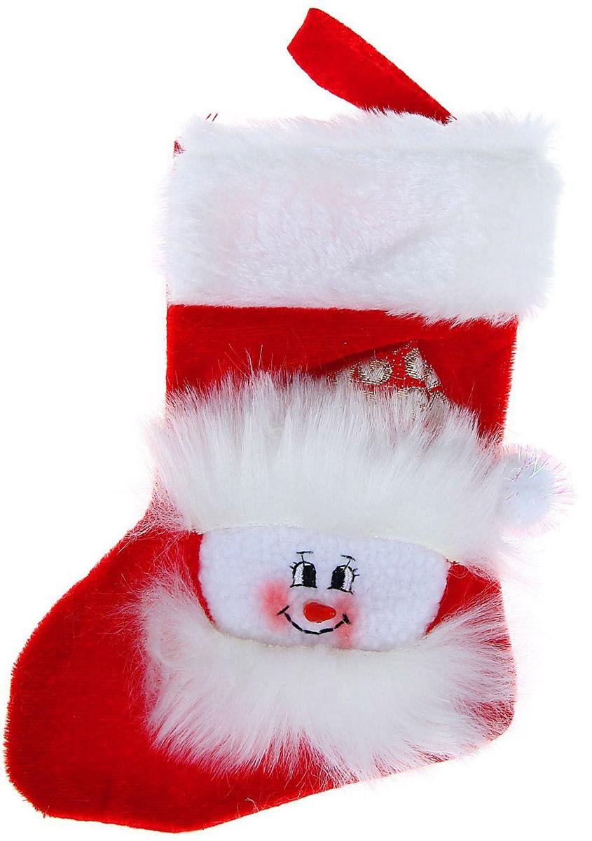 Носок для подарков Sima-land Снеговик, кружевной, цвет: красный, белый, высота 18 см1060475Носок для подарков Sima-land Снеговик изготовлен из качественного текстиля и искусственного меха. Оформлен декорацией снеговика и дополнен петлей для подвешивания.Прекрасная традиция класть подарки в подвесной мешочек добавит волшебства в новогоднюю ночь!