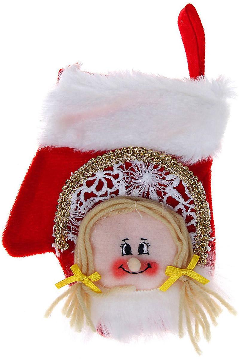 """Оригинальный мешочек """"Sima-land"""", выполненный в виде варежки, - отличное обрамление для подарков! Также это - красивый сувенир, который украсит любой дом в новогодний праздник. Прекрасная традиция класть подарки в подвесной мешочек добавит волшебства в новогоднюю ночь!"""