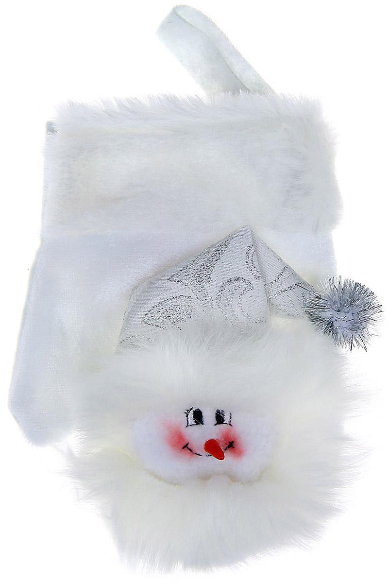 Варежка подарочная Sima-land Снеговик, цвет: белый, 16 см1060501Оригинальные мешочки - отличное обрамление для подарков! Также это - красивый сувенир, который украсит любой дом в новогодний праздник. Прекрасная традиция класть подарки в подвесной мешочек добавит волшебства в новогоднюю ночь!