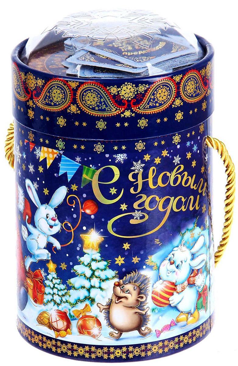 Коробка-тубус подарочная Sima-land Новогодний хоровод, 11,5 х 15 см1118872Любой подарок начинается с упаковки. Что может быть трогательнее и волшебнее, чем ритуал разворачивания полученного презента. И именно оригинальная, со вкусом выбранная упаковка выделит ваш подарок из массы других. Подарочная коробка-тубус Sima-land продемонстрирует самые теплые чувства к виновнику торжества и создаст сказочную атмосферу праздника.