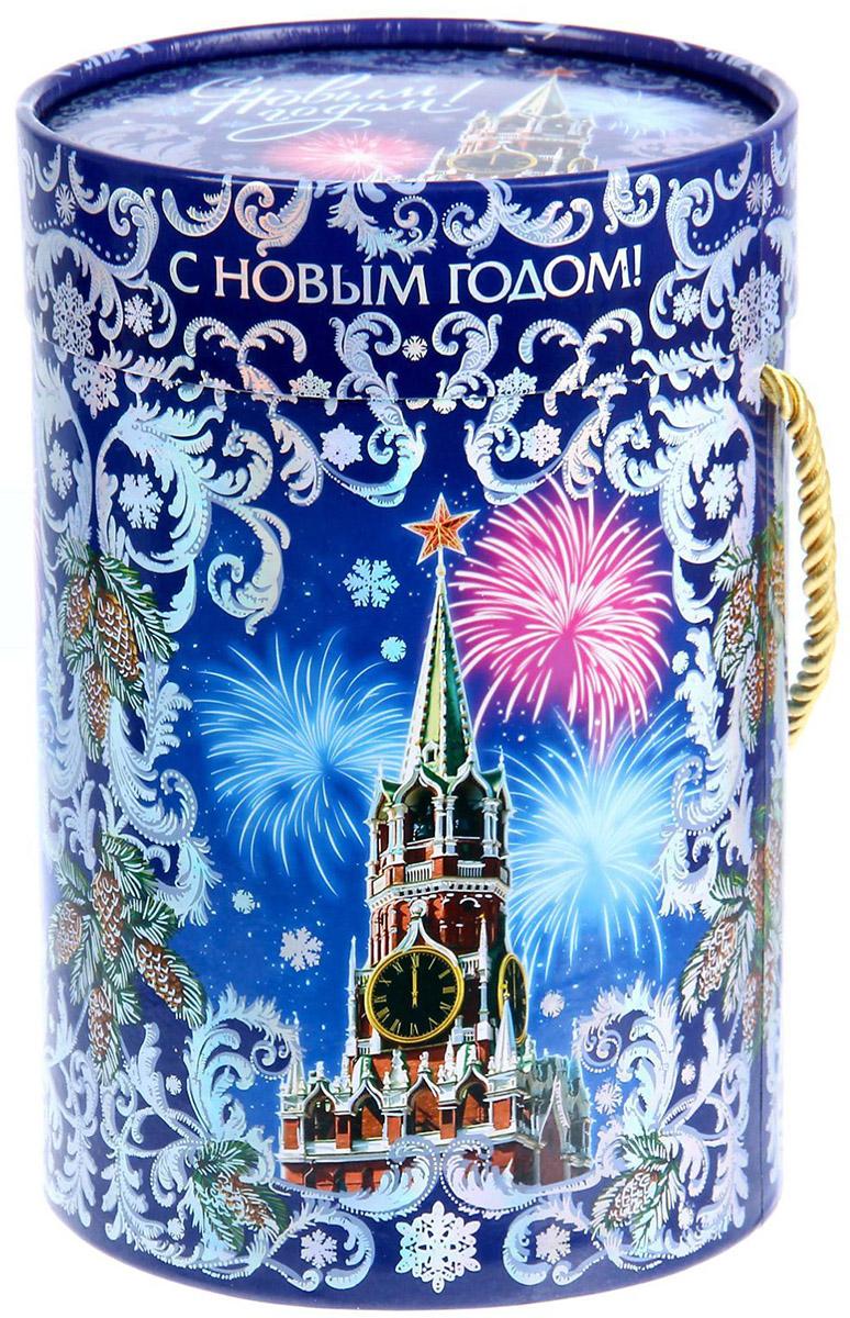 Коробка-тубус подарочная Sima-land Кремль, 13,5 х 19 см1118883Любой подарок начинается с упаковки. Что может быть трогательнее и волшебнее, чем ритуал разворачивания полученного презента. И именно оригинальная, со вкусом выбранная упаковка выделит ваш подарок из массы других. Подарочная коробка-тубус Sima-land продемонстрирует самые теплые чувства к виновнику торжества и создаст сказочную атмосферу праздника.