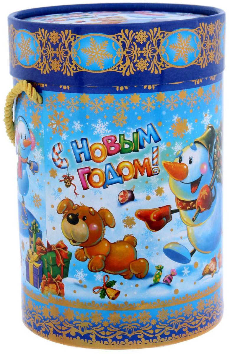 Коробка-тубус подарочная Sima-land Снеговички, 13,5 х 19 см1118884Любой подарок начинается с упаковки. Что может быть трогательнее и волшебнее, чем ритуал разворачивания полученного презента. И именно оригинальная, со вкусом выбранная упаковка выделит ваш подарок из массы других. Подарочная коробка-тубус Sima-land продемонстрирует самые теплые чувства к виновнику торжества и создаст сказочную атмосферу праздника.