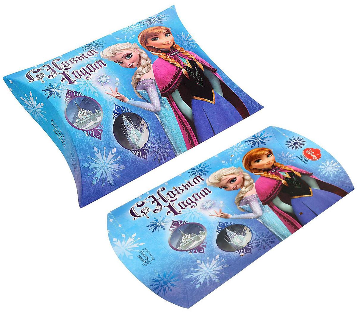 """Коробка сборная фигурная Disney """"Холодное сердце. С новым годом!"""" выполнена из картона. Любой подарок начинается с упаковки. Что может быть трогательнее и волшебнее, чем ритуал разворачивания полученного презента. И именно оригинальная, со вкусом выбранная упаковка выделит ваш подарок из массы других. Она продемонстрирует самые теплые чувства к виновнику торжества и создаст сказочную атмосферу праздника."""