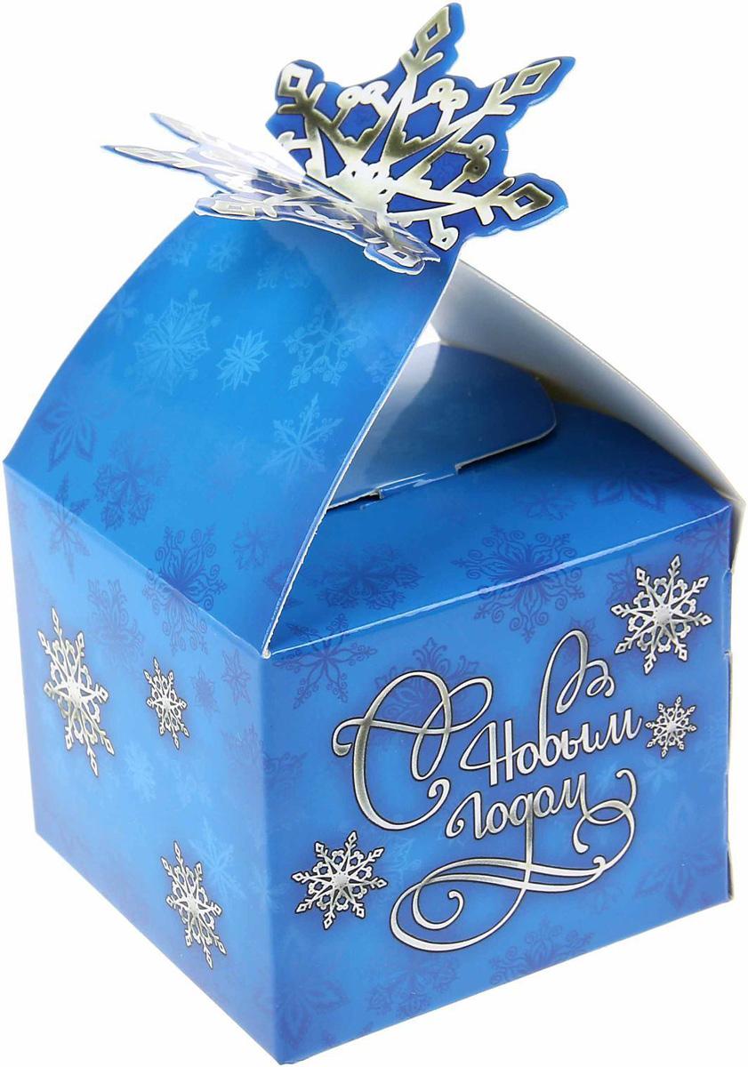 Коробка сборная фигурная Sima-land Снежинка, 7,2 х 7,2 см1123303Любой подарок начинается с упаковки. Что может быть трогательнее и волшебнее, чем ритуал разворачивания полученного презента. И именно оригинальная, со вкусом выбранная упаковка выделит ваш подарок из массы других. Подарочная коробка Sima-land продемонстрирует самые теплые чувства к виновнику торжества и создаст сказочную атмосферу праздника.
