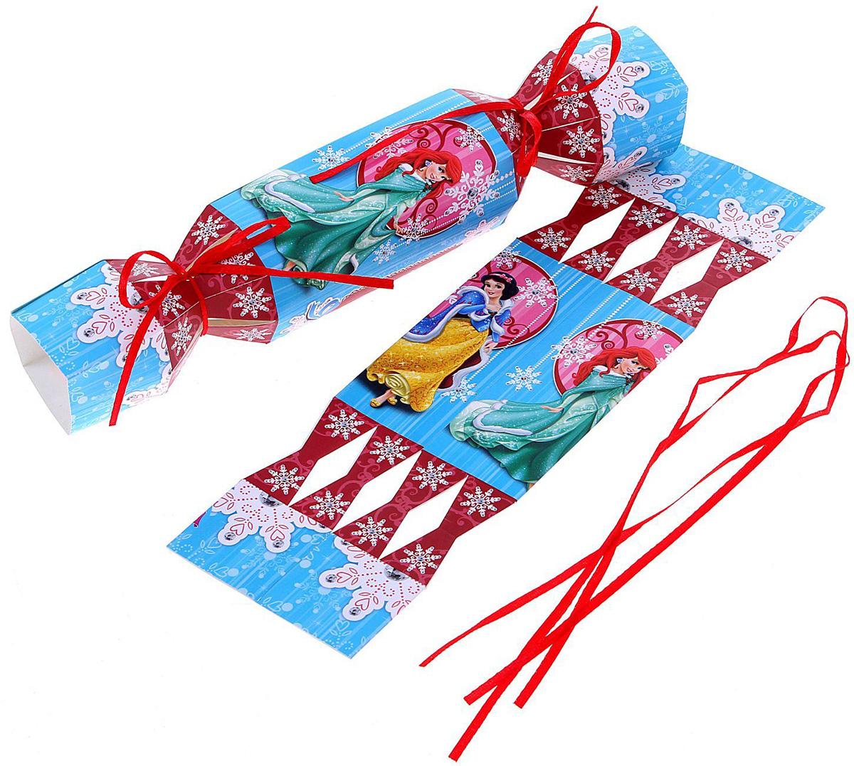 Складная коробка-конфета Disney Принцессы. Волшебного Нового года, 11 х 5 см. 11254141125414Любой подарок начинается с упаковки. Что может быть трогательнее и волшебнее, чем ритуал разворачивания полученного презента. И именно оригинальная, со вкусом выбранная упаковка выделит ваш подарок из массы других. Она продемонстрирует самые теплые чувства к виновнику торжества и создаст сказочную атмосферу праздника.
