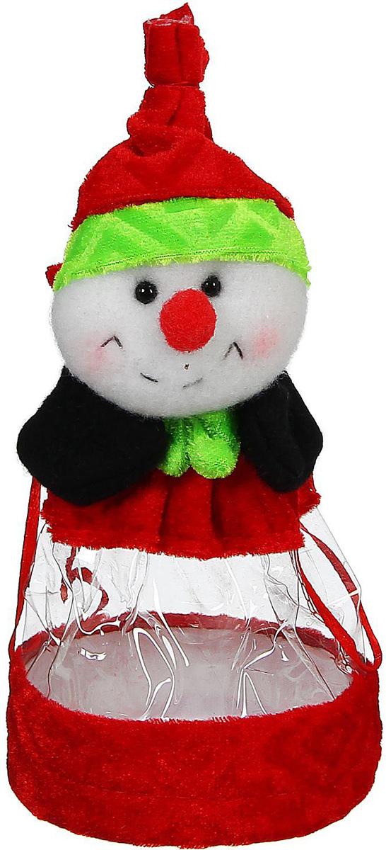 Конфетница Sima-land Снеговик. Красный нос, вместимость 150 г2773564Нарядный мешочек-конфетница Sima-land изготовлен из сочетания текстиля и пластика. Конфетница закрывается на утягивающий шнурочек. Яркий символичный персонаж на передней стороне изделия создаст новогоднее настроение. Креативная упаковка сделает ваш презент особенным и самым запоминающимся.Вместительность: 150 г.