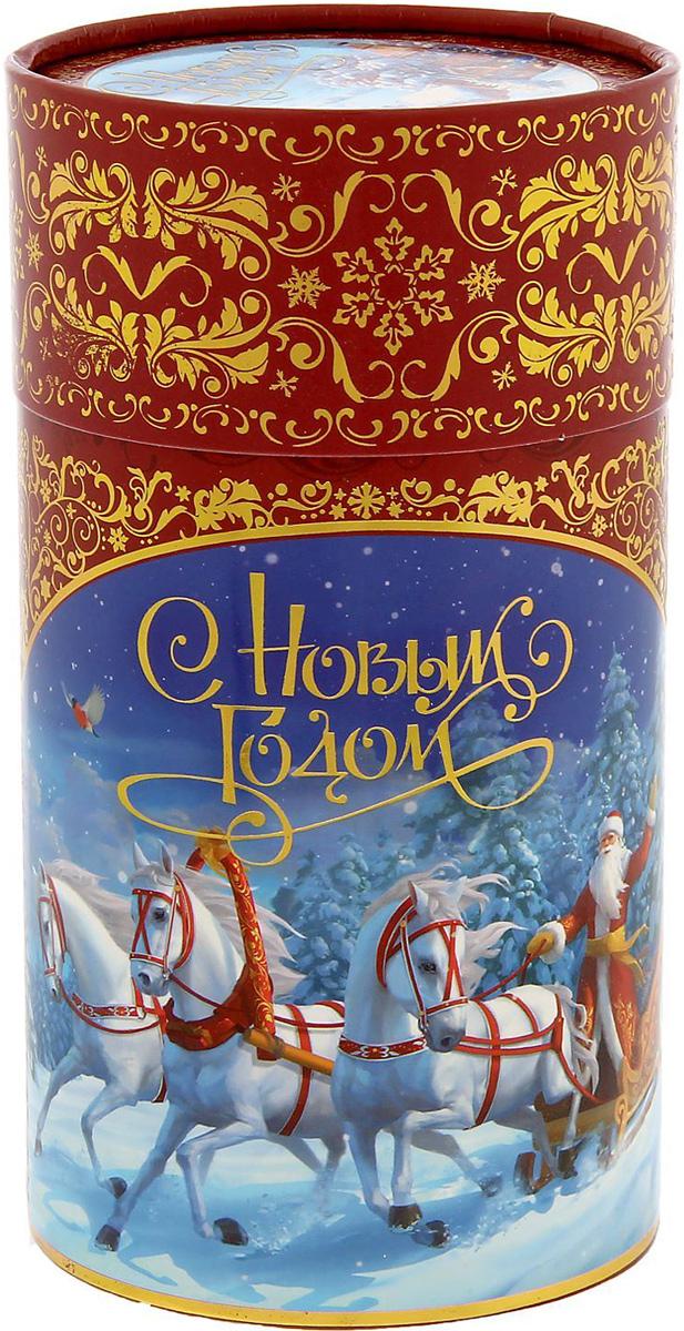 Коробка-тубус подарочная Sima-land Новогодняя тройка, 8 х 14,5 см1349766Любой подарок начинается с упаковки. Что может быть трогательнее и волшебнее, чем ритуал разворачивания полученного презента. И именно оригинальная, со вкусом выбранная упаковка выделит ваш подарок из массы других. Подарочная коробка-тубус Sima-land продемонстрирует самые теплые чувства к виновнику торжества и создаст сказочную атмосферу праздника.