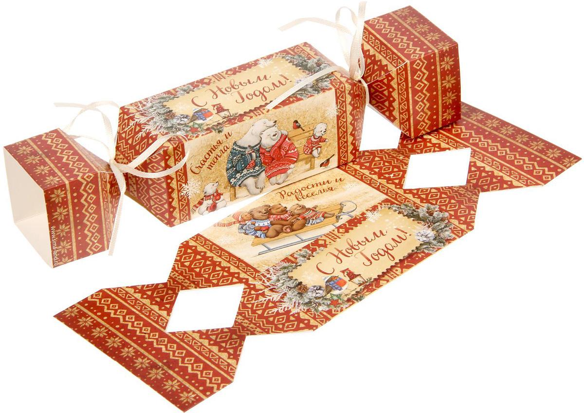 Коробка-конфета складная Sima-land Снежные истории, 11 х 5 см1363332Любой подарок начинается с упаковки. Что может быть трогательнее и волшебнее, чем ритуал разворачивания полученного презента. И именно оригинальная, со вкусом выбранная упаковка выделит ваш подарок из массы других. Подарочная складная коробка-конфета Sima-land продемонстрирует самые теплые чувства к виновнику торжества и создаст сказочную атмосферу праздника.