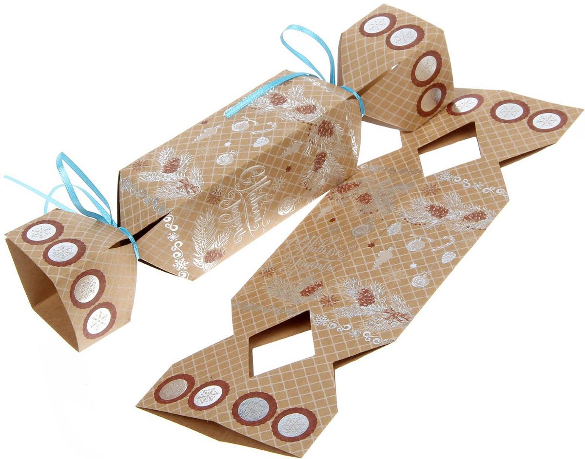 Коробка-конфета складная Sima-land Еловые ветви, 11 х 5 см1363333Любой подарок начинается с упаковки. Что может быть трогательнее и волшебнее, чем ритуал разворачивания полученного презента. И именно оригинальная, со вкусом выбранная упаковка выделит ваш подарок из массы других. Подарочная складная коробка-конфета Sima-land продемонстрирует самые теплые чувства к виновнику торжества и создаст сказочную атмосферу праздника.
