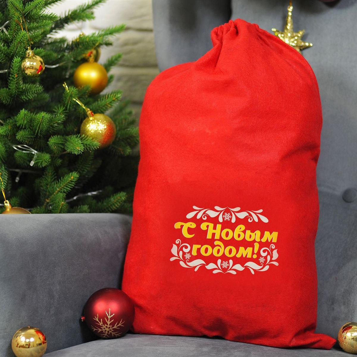 Упаковка подарочная Страна Карнавалия Мешок Деда Мороза. С Новым Годом. Узоры, цвет: красный, 40 х 60 см1365012Подарочная упаковка Страна Карнавалия Мешок Деда Мороза. С Новым Годом. Узоры превратит любое торжество в настоящий яркий и веселый карнавал полный сюрпризов и смеха. Яркий красный аксессуар с надписью дополнит любой праздничный наряд, и все близкие будут рады получить из рук краснощекого персонажа заслуженный подарок! Размер: 40 х 60 см.