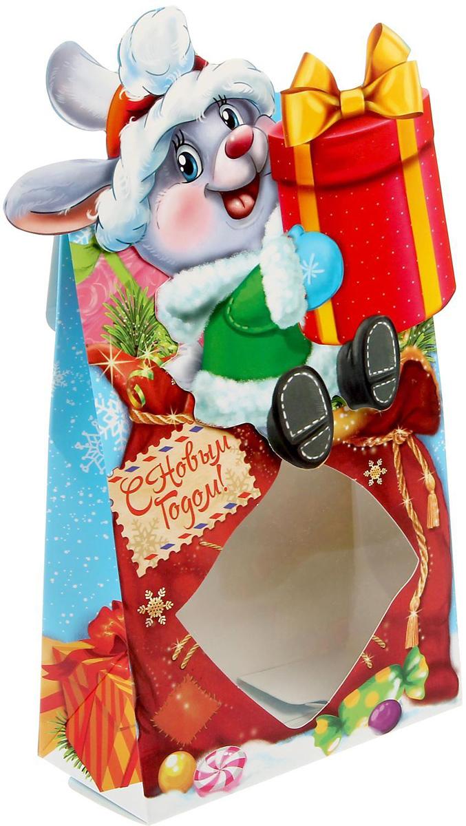 Коробка сборная фигурная Sima-land Новогодние подарки, 15 х 22 х 7 см1374571Любой подарок начинается с упаковки. Что может быть трогательнее и волшебнее, чем ритуал разворачивания полученного презента. И именно оригинальная, со вкусом выбранная упаковка выделит ваш подарок из массы других. Подарочная коробка Sima-land продемонстрирует самые теплые чувства к виновнику торжества и создаст сказочную атмосферу праздника.