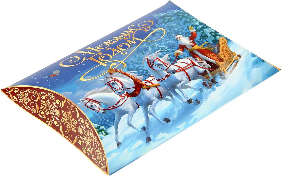 Коробка сборная фигурная Sima-land Новогодняя тройка, 19 х 14 см1383875Коробка сборная фигурная Sima-land Новогодняя тройка станет незаменимым дополнением к подарку. Что может быть трогательнее и волшебнее, чем ритуал разворачивания полученного презента. И именно оригинальная, со вкусом выбранная упаковка выделит ваш подарок из массы других. Она продемонстрирует самые теплые чувства к виновнику торжества и создаст сказочную атмосферу праздника.Окружите близких вниманием и заботой, вручив презент в нарядном, праздничном оформлении.