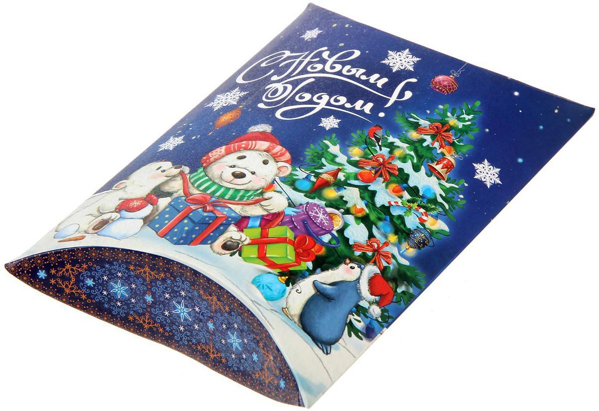 Коробка сборная фигурная Sima-land Веселый праздник, 19 х 14 см1383882Любой подарок начинается с упаковки. Что может быть трогательнее и волшебнее, чем ритуал разворачивания полученного презента. И именно оригинальная, со вкусом выбранная упаковка выделит ваш подарок из массы других. Подарочная коробка Sima-land продемонстрирует самые теплые чувства к виновнику торжества и создаст сказочную атмосферу праздника.