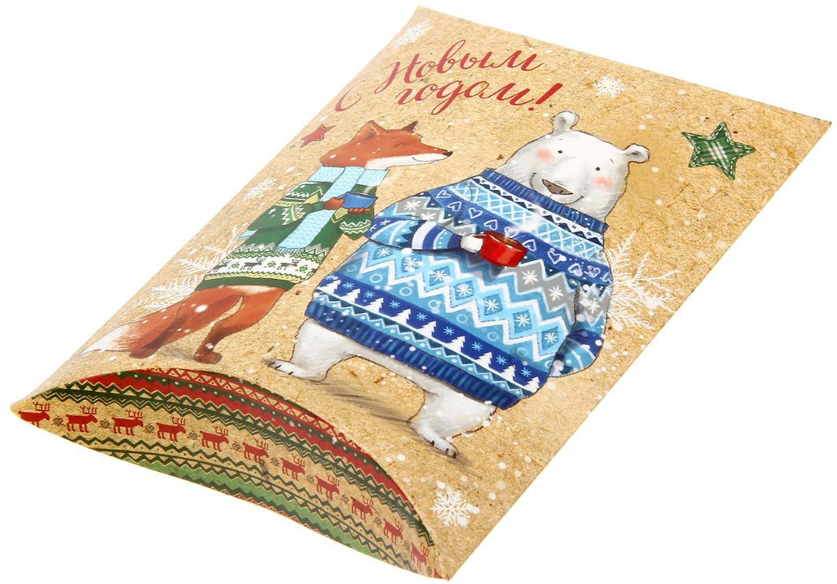 Коробка сборная фигурная Sima-land Снежные истории, 19 х 14 см1383884Любой подарок начинается с упаковки. Что может быть трогательнее и волшебнее, чем ритуал разворачивания полученного презента. И именно оригинальная, со вкусом выбранная упаковка выделит ваш подарок из массы других. Подарочная коробка Sima-land продемонстрирует самые теплые чувства к виновнику торжества и создаст сказочную атмосферу праздника.