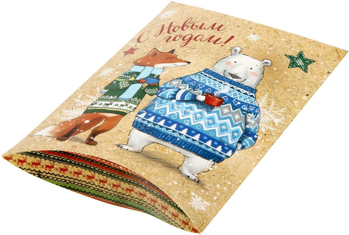 Коробка сборная фигурная Sima-land Снежные истории, 26 х 19 см1383885Любой подарок начинается с упаковки. Что может быть трогательнее и волшебнее, чем ритуал разворачивания полученного презента. И именно оригинальная, со вкусом выбранная упаковка выделит ваш подарок из массы других. Подарочная коробка Sima-land продемонстрирует самые теплые чувства к виновнику торжества и создаст сказочную атмосферу праздника.