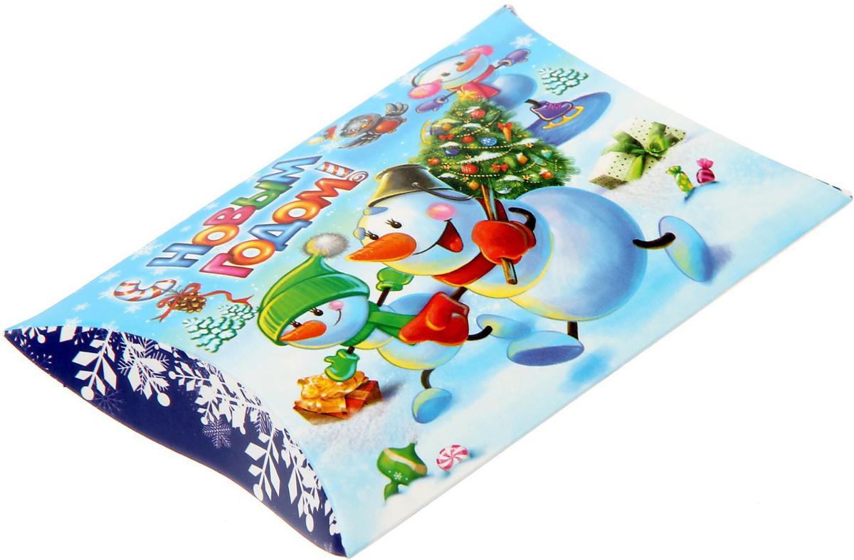 Коробка сборная фигурная Sima-land Веселые снеговики, 11 х 8 см1383888Любой подарок начинается с упаковки. Что может быть трогательнее и волшебнее, чем ритуал разворачивания полученного презента. И именно оригинальная, со вкусом выбранная упаковка выделит ваш подарок из массы других. Подарочная коробка Sima-land продемонстрирует самые теплые чувства к виновнику торжества и создаст сказочную атмосферу праздника.