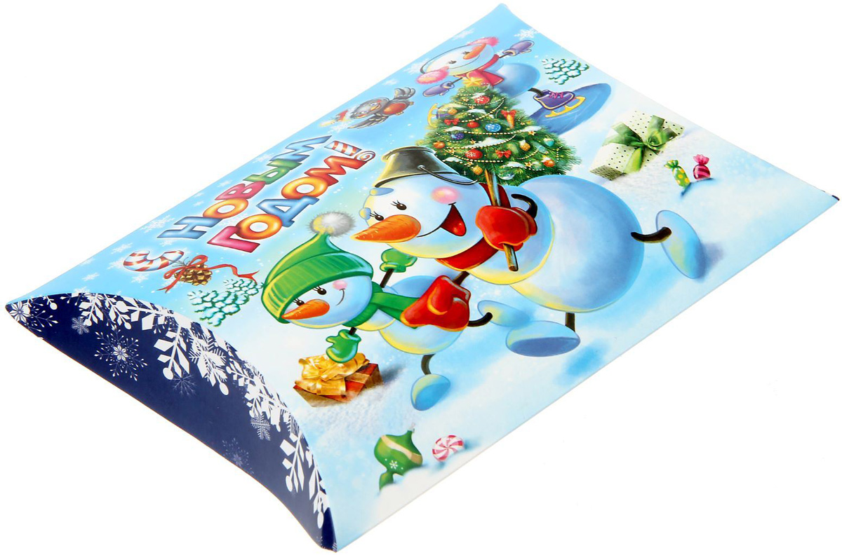 Коробка сборная фигурная Sima-land Веселые снеговики, 19 х 14 см1383889Любой подарок начинается с упаковки. Что может быть трогательнее и волшебнее, чем ритуал разворачивания полученного презента. И именно оригинальная, со вкусом выбранная упаковка выделит ваш подарок из массы других. Подарочная коробка Sima-land продемонстрирует самые теплые чувства к виновнику торжества и создаст сказочную атмосферу праздника.