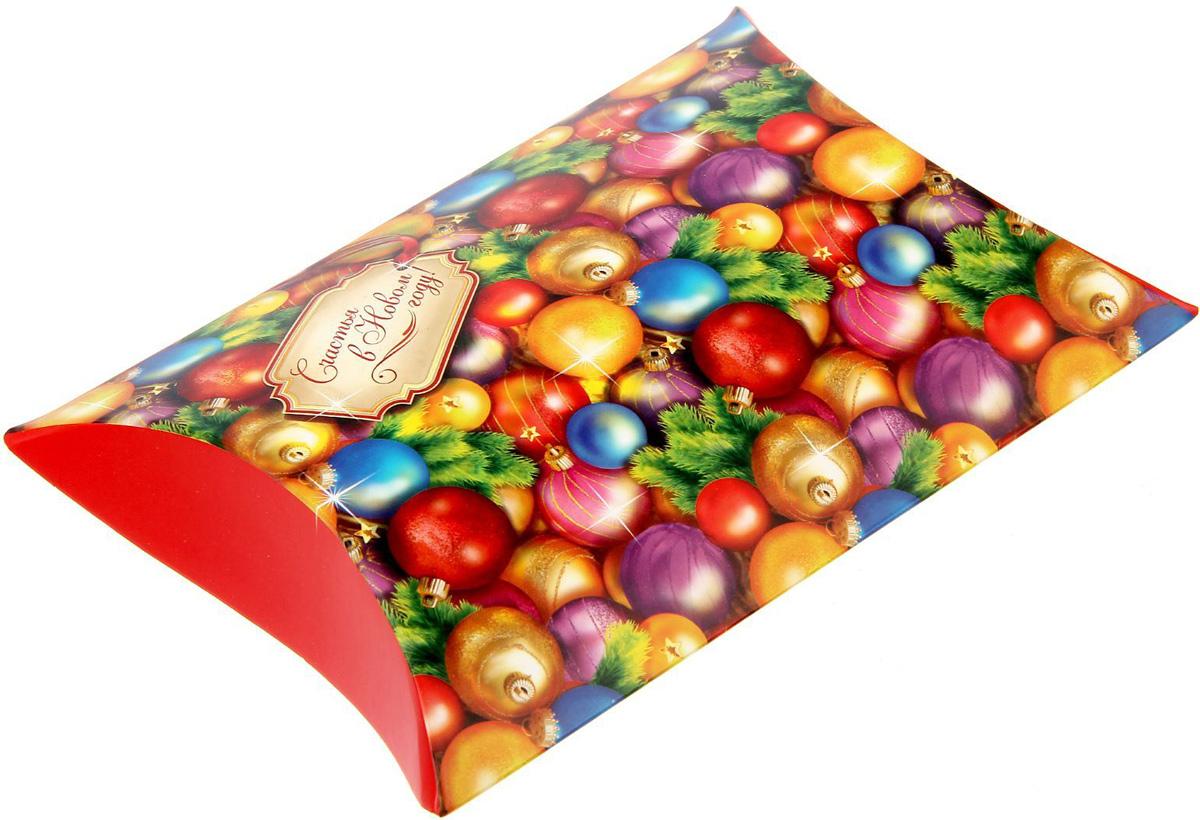 Коробка сборная фигурная Sima-land Счастья в Новом году!, 19 х 14 см1383893Любой подарок начинается с упаковки. Что может быть трогательнее и волшебнее, чем ритуал разворачивания полученного презента. И именно оригинальная, со вкусом выбранная упаковка выделит ваш подарок из массы других. Подарочная коробка Sima-land продемонстрирует самые теплые чувства к виновнику торжества и создаст сказочную атмосферу праздника.