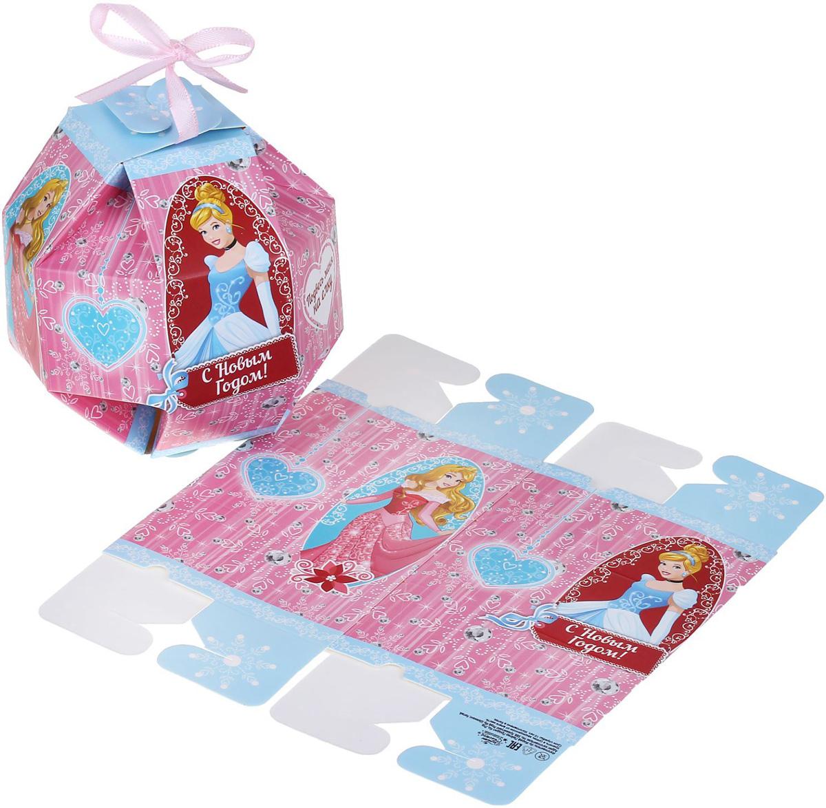 Коробка складная Disney С Новым годом! Принцессы, 10 х 10 x 10 см1398641Любой подарок начинается с упаковки. Что может быть трогательнее и волшебнее, чем ритуал разворачивания полученного презента. И именно оригинальная, со вкусом выбранная упаковка выделит ваш подарок из массы других. Она продемонстрирует самые теплые чувства к виновнику торжества и создаст сказочную атмосферу праздника.
