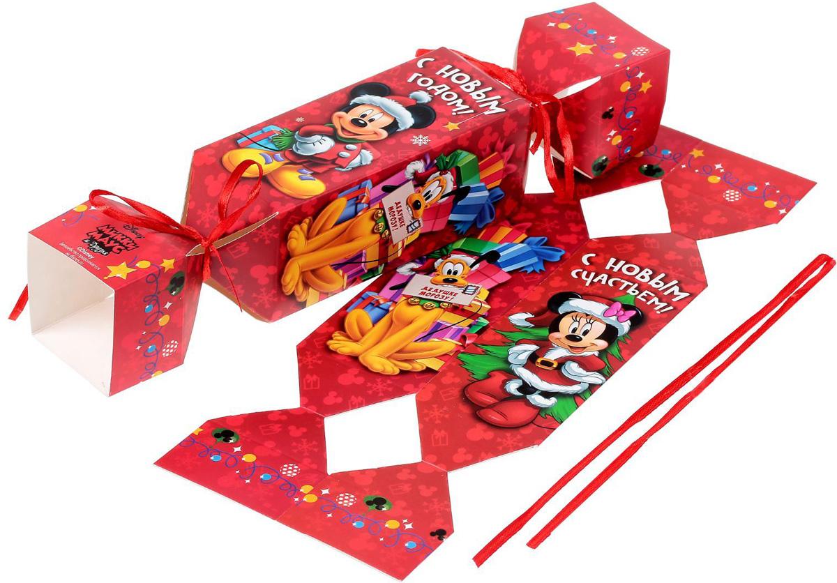 Складная коробка-конфета Disney Микки Маус и друзья. С Новым счастьем!, 11 х 5 х 5 см1418785Любой подарок начинается с упаковки. Что может быть трогательнее и волшебнее, чем ритуал разворачивания полученного презента. И именно оригинальная, со вкусом выбранная упаковка выделит ваш подарок из массы других. Она продемонстрирует самые теплые чувства к виновнику торжества и создаст сказочную атмосферу праздника.