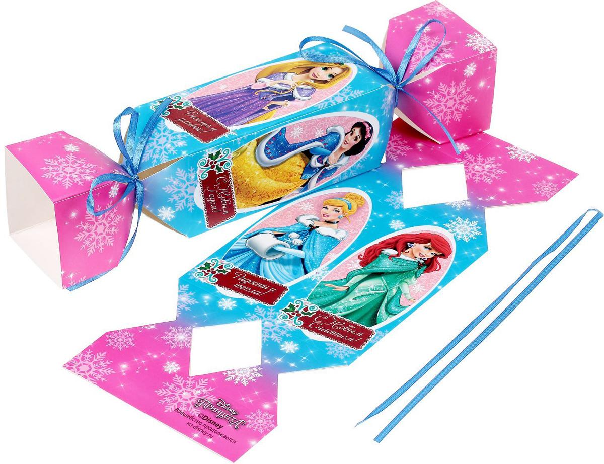 Складная коробка-конфета Disney Принцессы. Радости и тепла!, 11 х 5 х 5 см1418789Любой подарок начинается с упаковки. Что может быть трогательнее и волшебнее, чем ритуал разворачивания полученного презента. И именно оригинальная, со вкусом выбранная упаковка выделит ваш подарок из массы других. Она продемонстрирует самые теплые чувства к виновнику торжества и создаст сказочную атмосферу праздника.